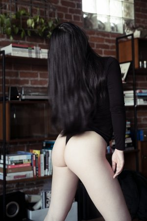 Victoriana live escort & erotic massage