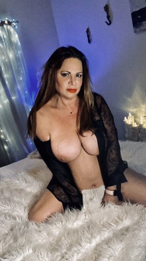 Alexya escort girl