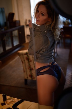Llona happy ending massage, escort girl