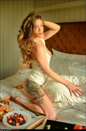 Abril happy ending massage in Castle Rock