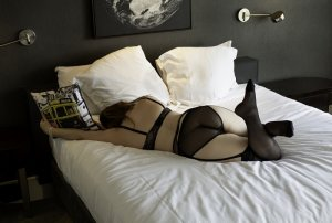 Mayssane nuru massage, escort